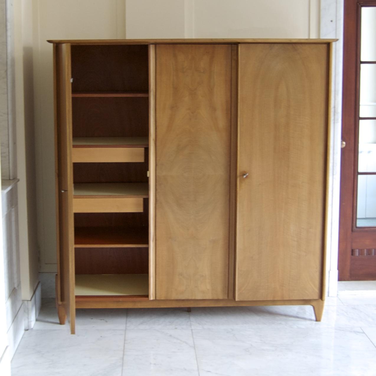 Jaren 50 linnenkast kledingkast op mooi onderstel gebroeders van duijn - Kledingkast en dressoir ...