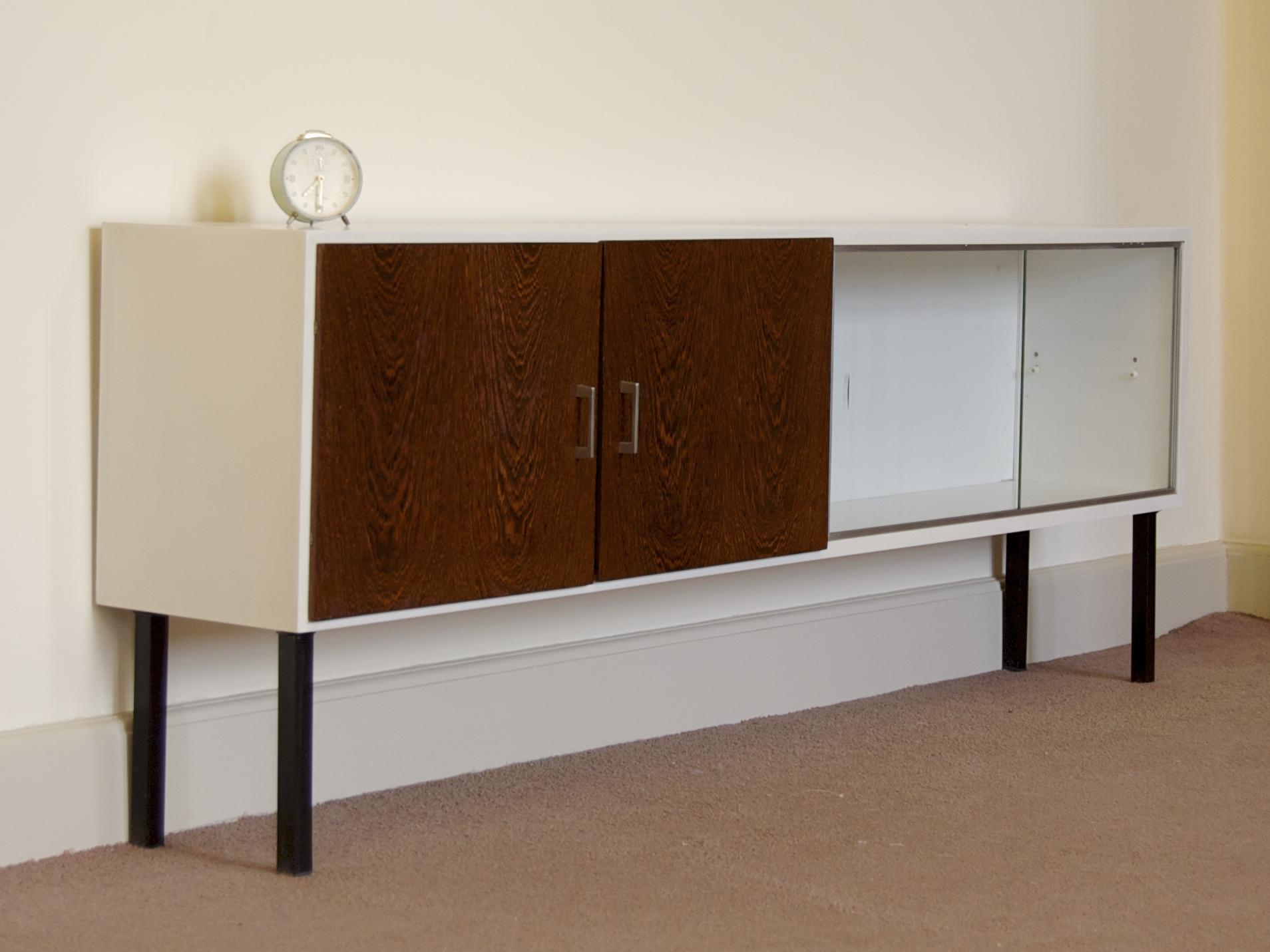 design lowboard tv meubel met palissander deurtjes gebroeders van duijn. Black Bedroom Furniture Sets. Home Design Ideas