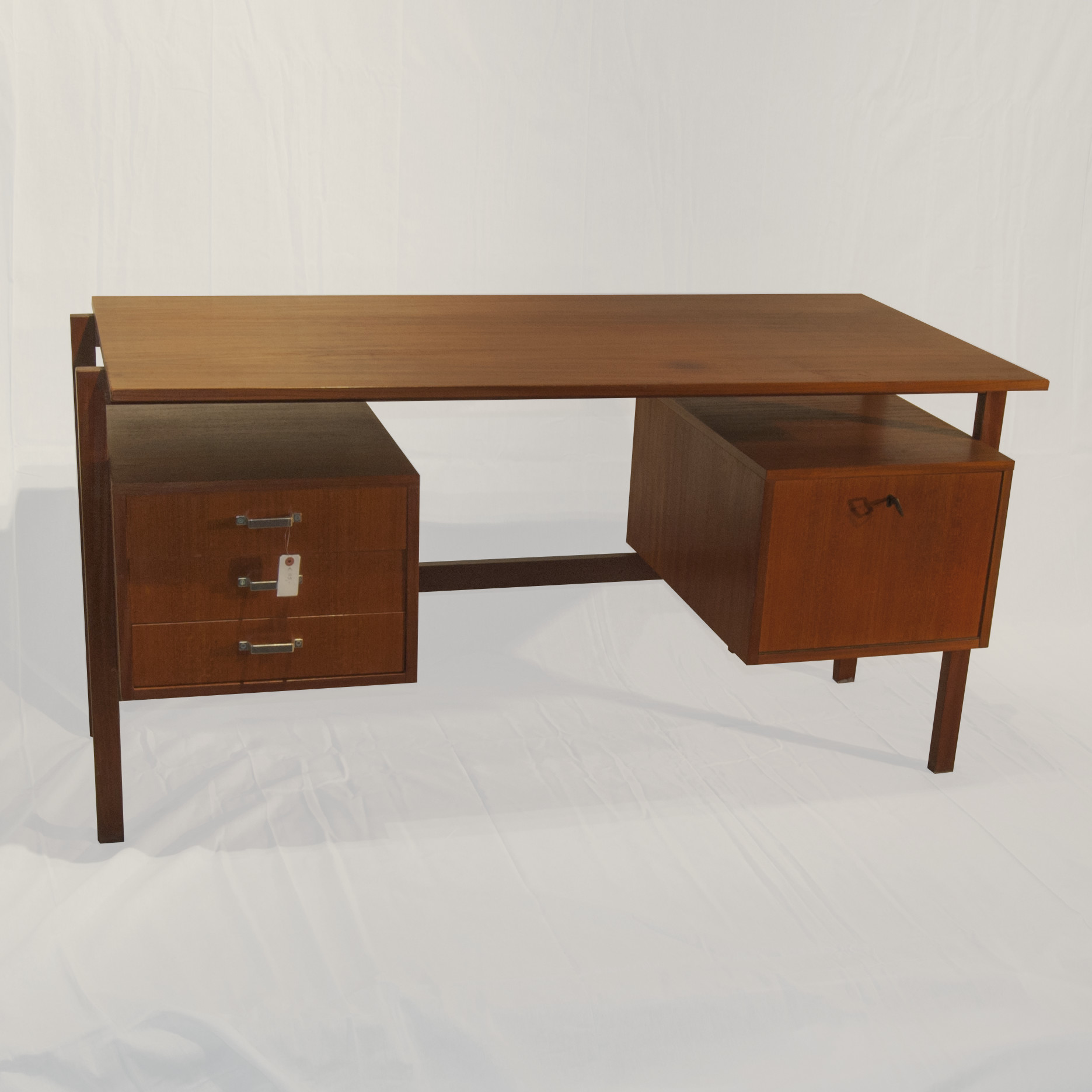 Top vintage bureau deens design teak jaren bureau with for Deens design meubelen