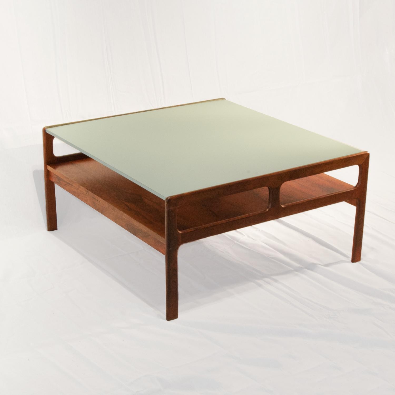 Vierkante salontafel met licht (mint) groen HPL blad   Gebroeders van Duijn
