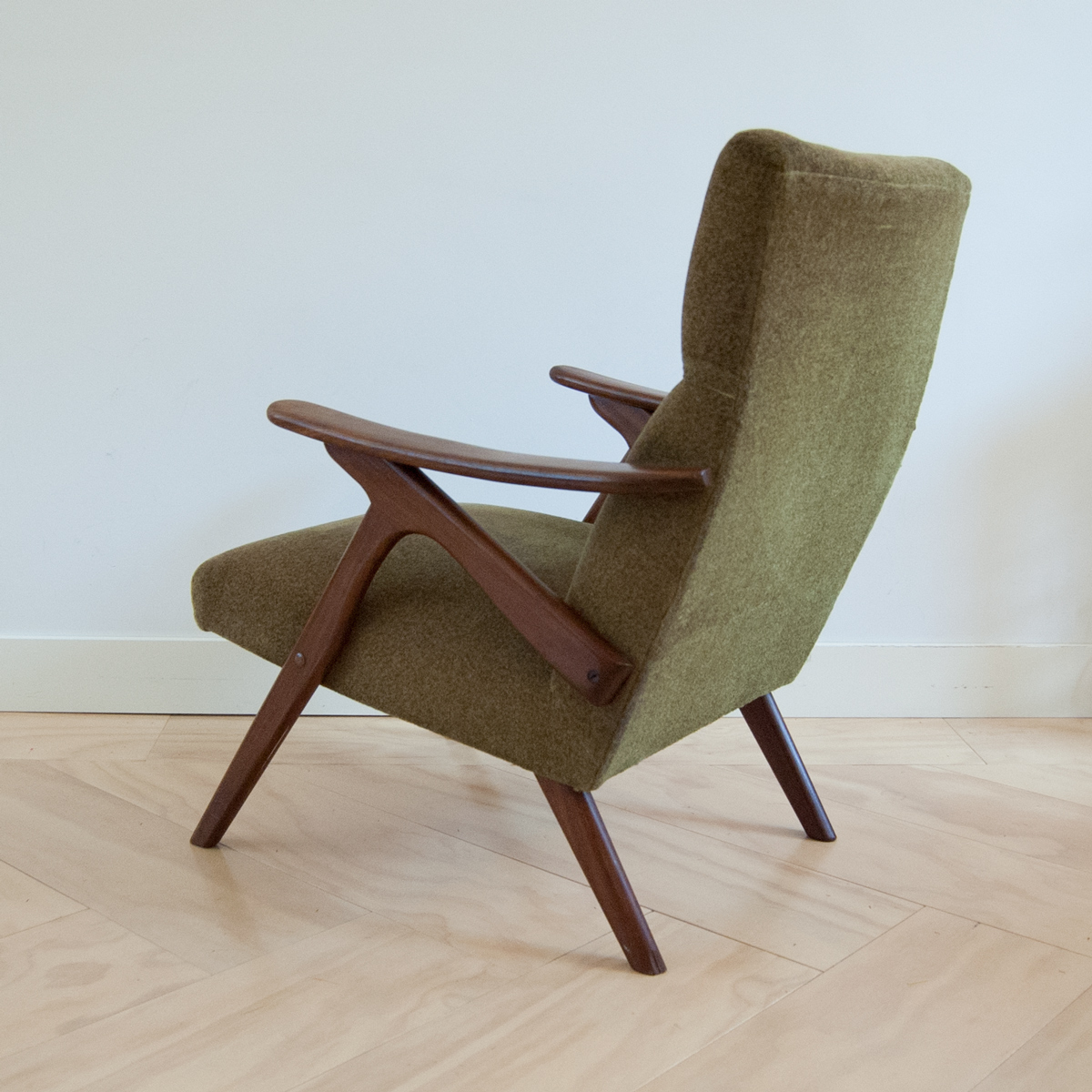 Lounge fauteuil easy chair in scandinavische stijl for Fauteuil groen