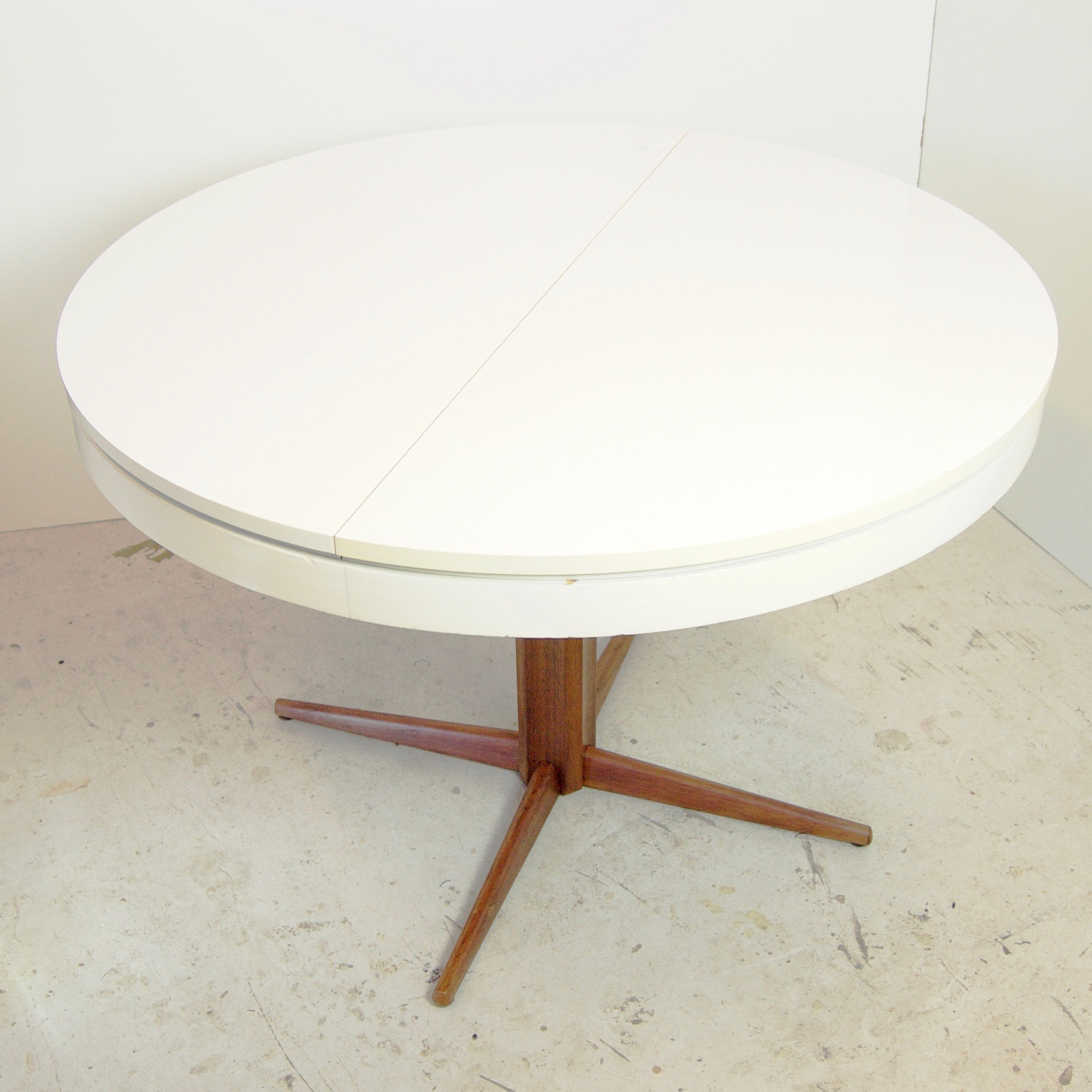 Closed cvintage round table