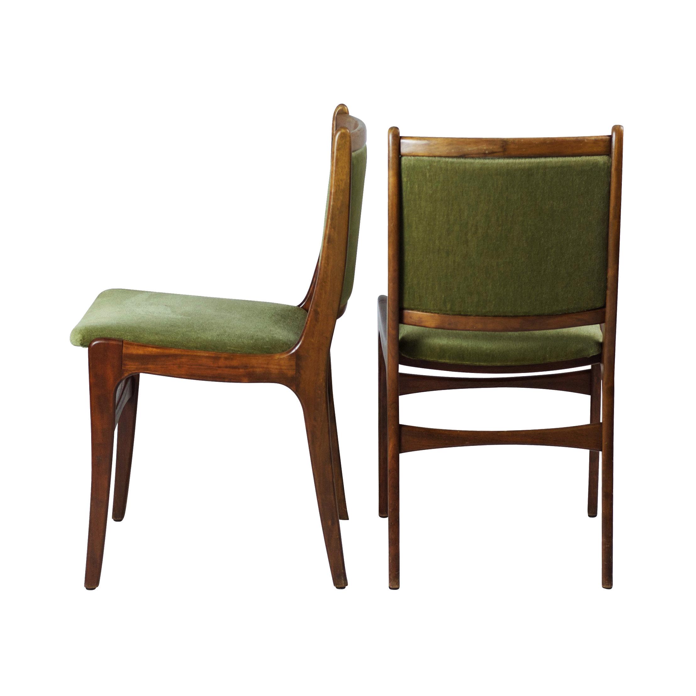 Set van vier Deense eetkamer stoelen uit met groene bekleding ...