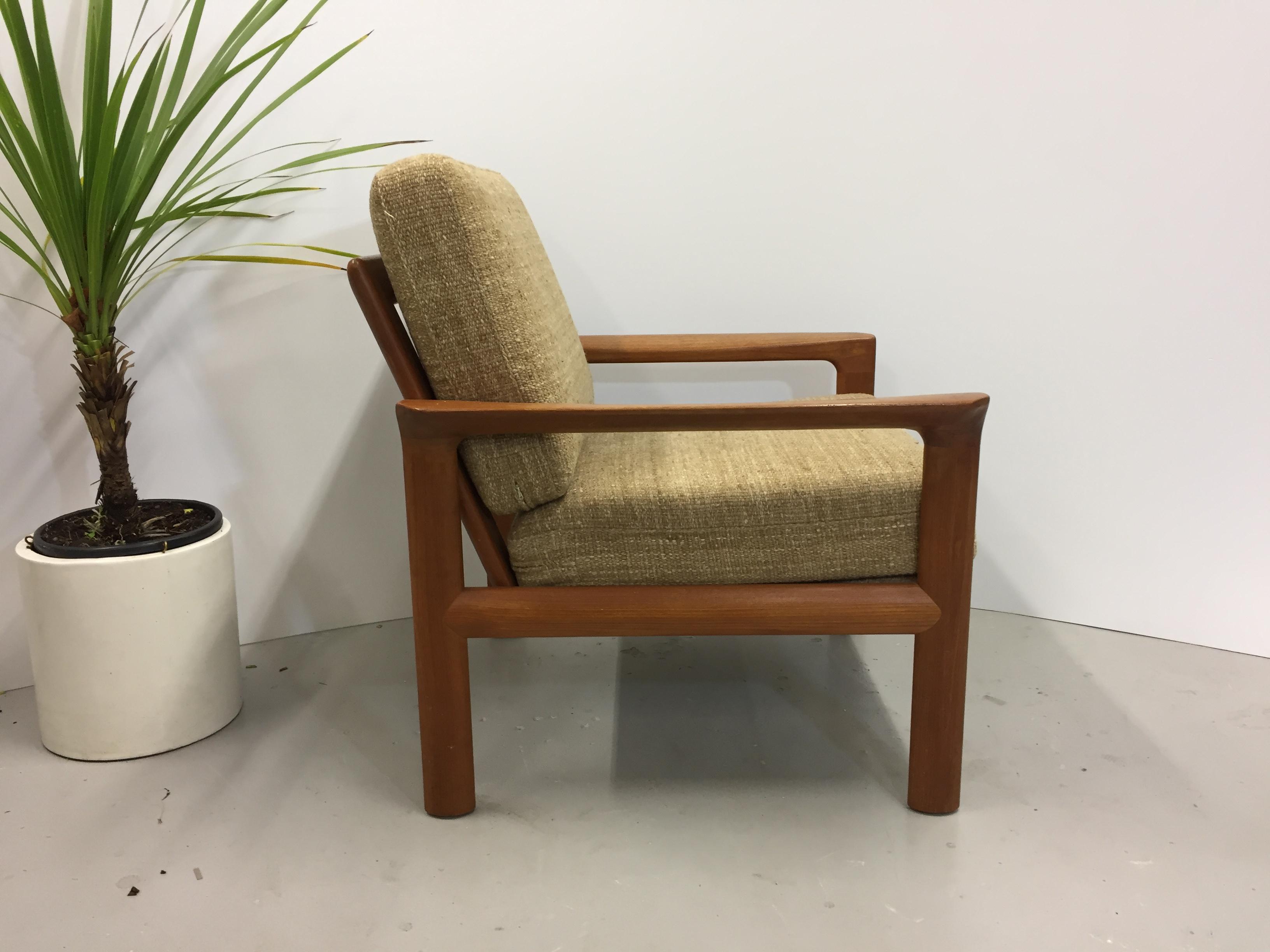 """Mooie lounge stoel """"Borneo"""" van Komfort. Ontworpen in de jaren '60 door Sven Ellekaer."""