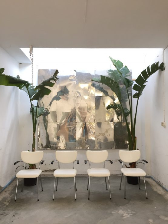 Vier Gispen gebroeders de Wit stoelen - wit buisframe